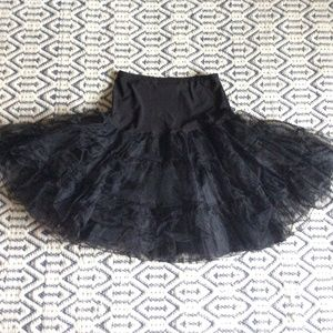 Dresses & Skirts - Black Crinoline, L-XL, 2 layer + liner